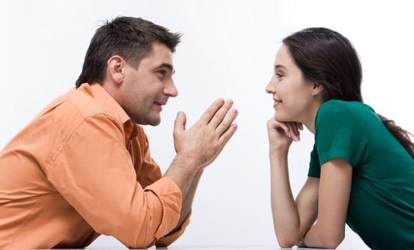 Thể hiện thái độ cởi mở, chân thành là nguyên tắc ứng xử trong giao tiếp thiết yếu nhất