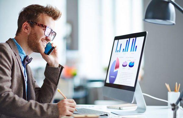 Chuẩn bị sẵn giấy bút giúp bạn chủ động hơn trong giao tiếp qua điện thoại