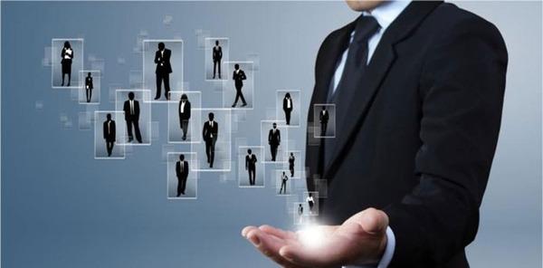 Nhà quản lý có quyền điều khiển công việc của một cá nhân, đội nhóm và chịu trách nhiệm trước hành động của họ