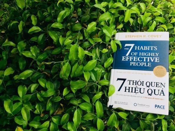 """Nếu bạn muốn rút ngắn thời gian làm việc nhưng vẫn thành công, hãy đọc ngay cuốn sách """"7 thói quen hiệu quả"""""""
