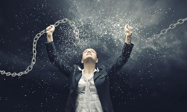 Bỏ qua những suy nghĩ tiêu cực, luôn cổ vũ bản thân là một trong những thay đổi để thành công
