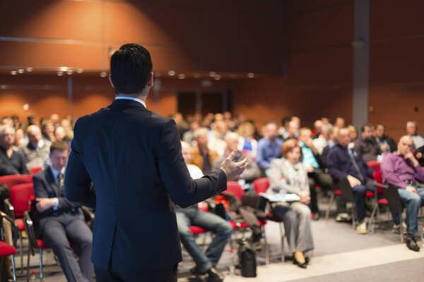 Cách tự tin khi đứng trên sân khấu - suy nghĩ tích cực