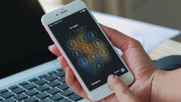 Dấu hiệu chồng chán vợ - để mật khẩu điện thoại