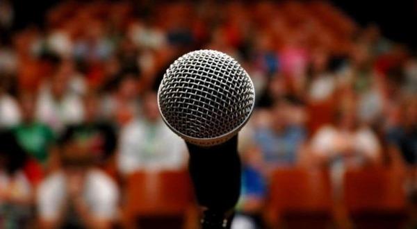 Lo lắng về ngoại hình, giọng hát, phong cách biểu diễn,… khiến bạn mất tự tin khi hát trước đám đông